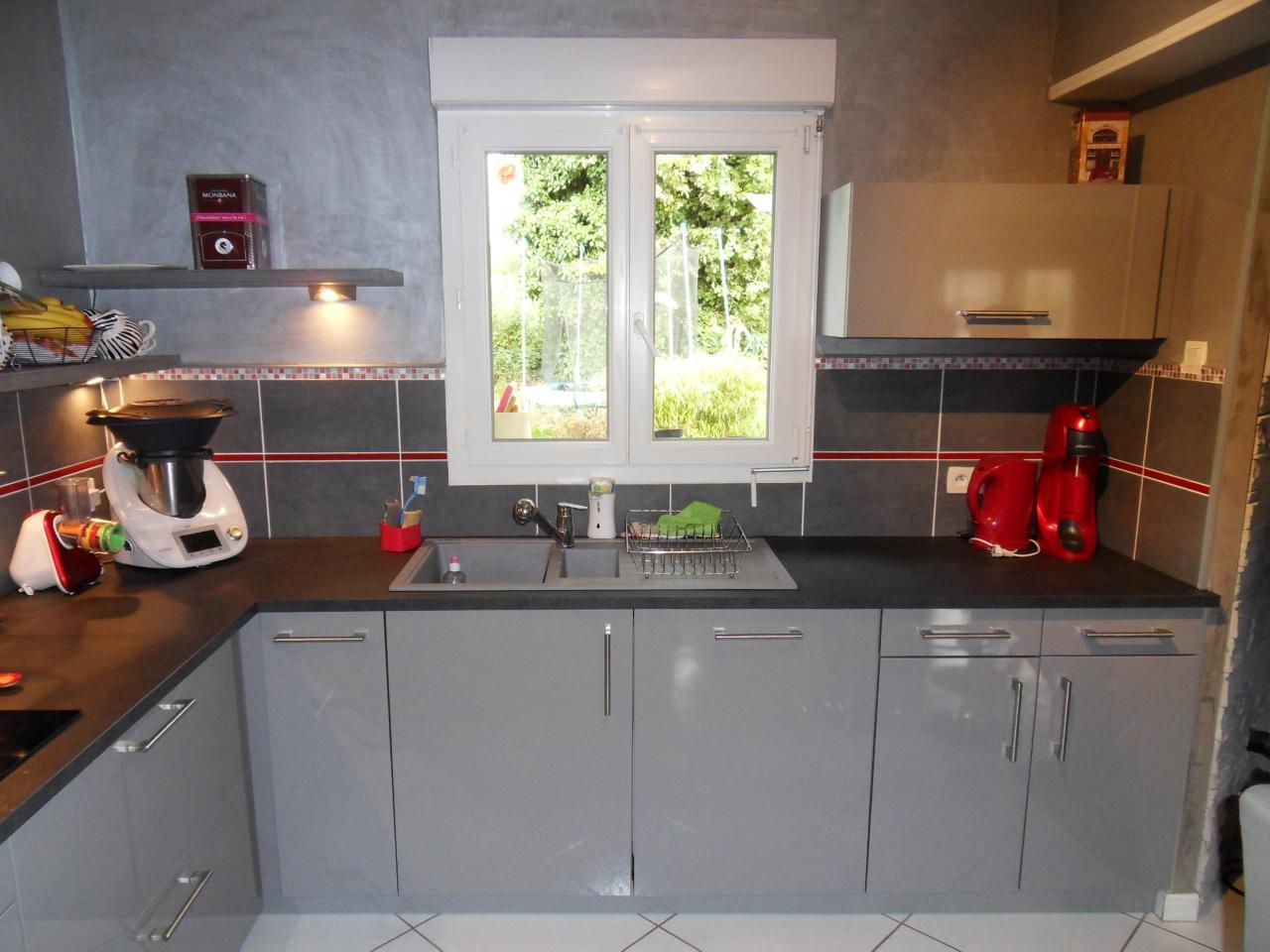 cuisine en gris et noir sur St Ouen des Toits